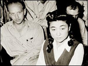 Reporters interview Iva Toguri D'Aquino in September 1945.
