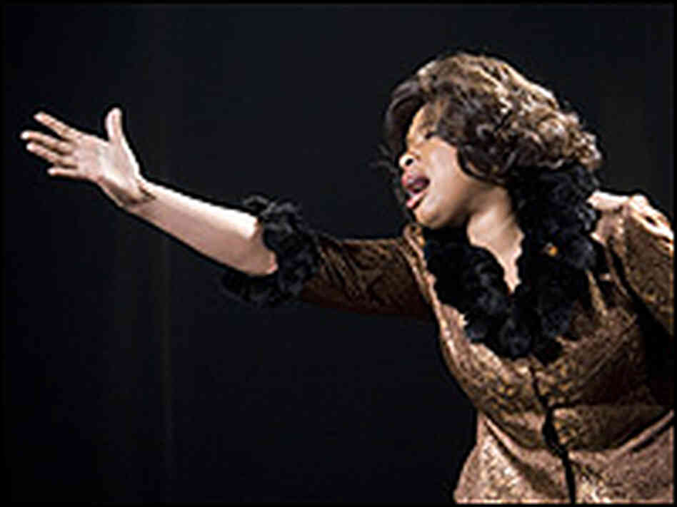 "Jennifer Hudson is winning plaudits as ""Effie White."""