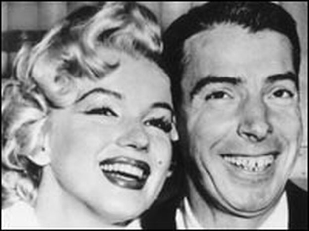 One of America's most famous celebrity-sports couples, Marilyn Monroe and baseball great Joe DiMaggio.