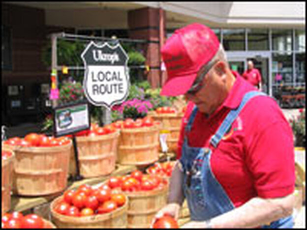 Hanover County, Va., farmer Robert Dodd displays his freshly grown tomatoes outside a Ukrop's supermarket. Richmond-based Ukrop's is one of several grocery chains that are selling more locally grown fruits and vegetables.