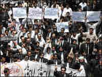 Pakistani lawyers rally against President Pervez Musharraf