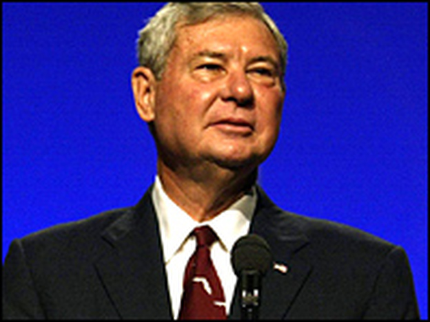 A file photo shows Sen. Bob Graham addressing delegates during the Florida Democratic Party's 2003 convention.