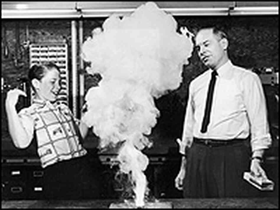 Don Herbert and an unidentified boy conduct an experiment.