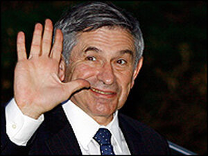World Bank President Paul Wolfowitz waves as he returns to his home in Maryland.