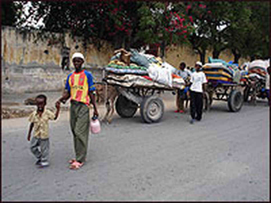 Somalis carry their belongings on donkey carts as they leave their neighborhoods
