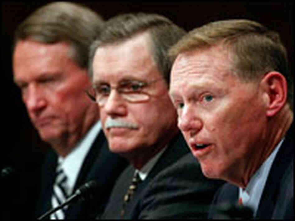 Ford CEO Alan Mulally, UAW President Ron Gettelfinger and GM CEO Rick Wagoner appear before a panel.