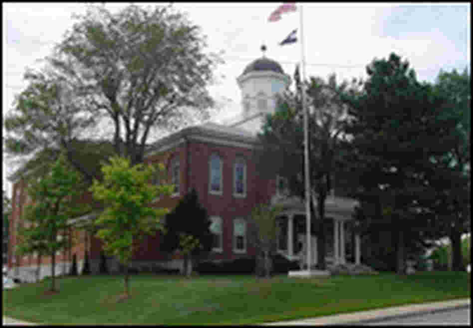 A view of the Lincoln County Courthouse in Missouri.