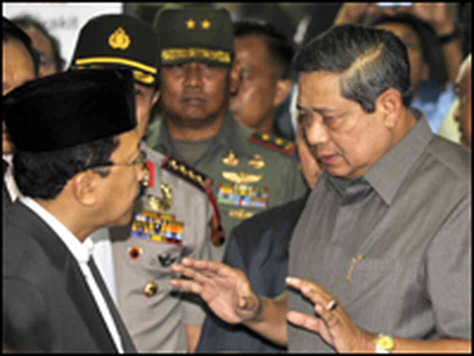 Indonesian president visits bomb victims