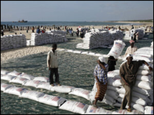 Somalis unload sacks of sorghum provided by the World Food Programme.