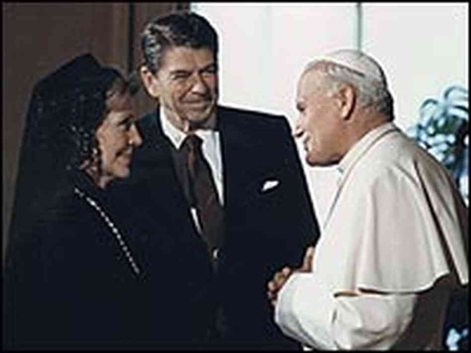 President and Mrs. Reagan meet with Pope John Paul II