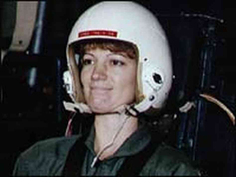 first female space shuttle commander - photo #25