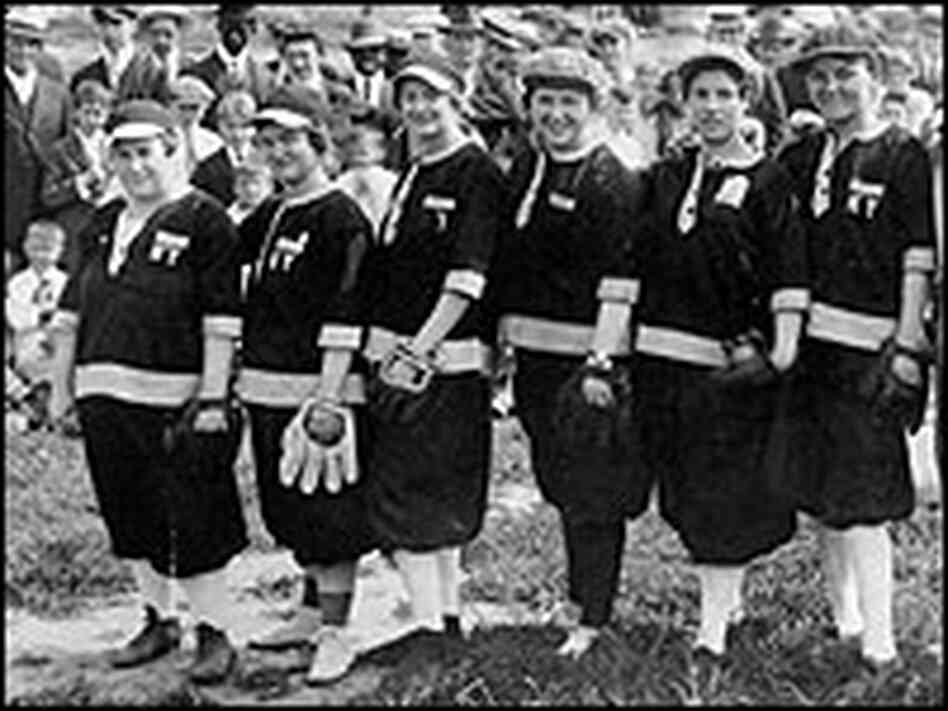 The 1918 New York Bloomer Girls