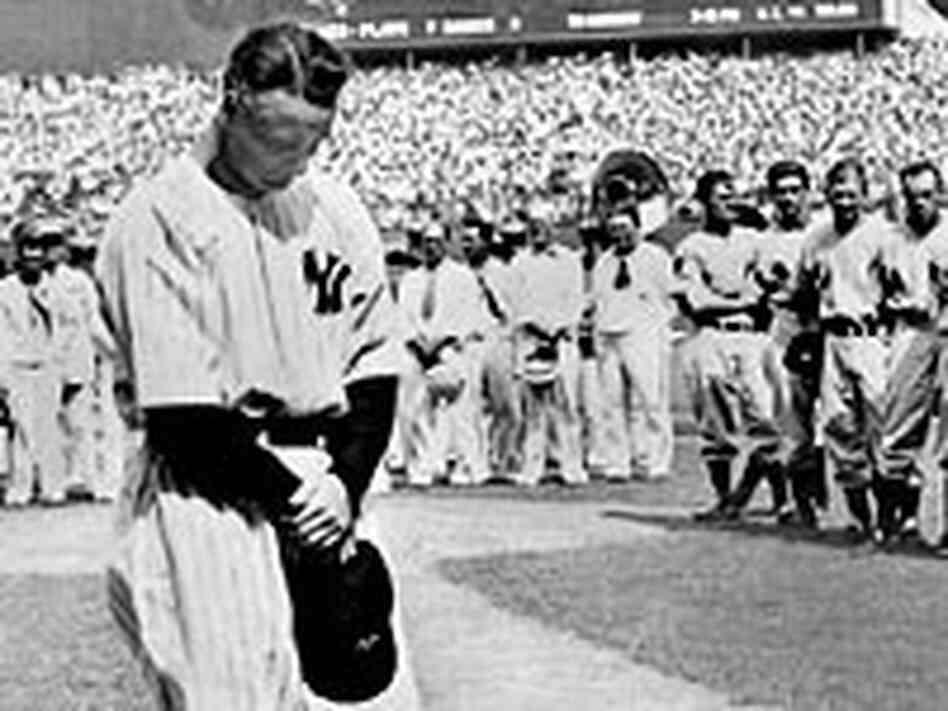 Lou Gehrig prepares to give his farewell speech.