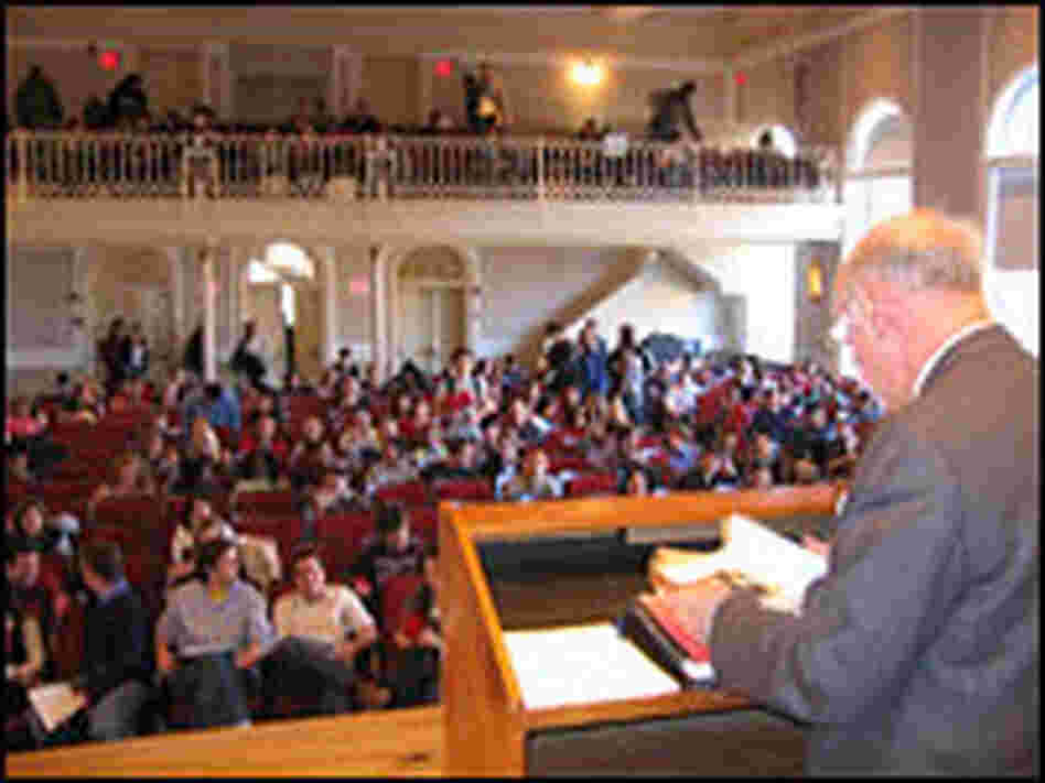 Law professor Morton Horwitz lectures at Harvard's Paine Hall.