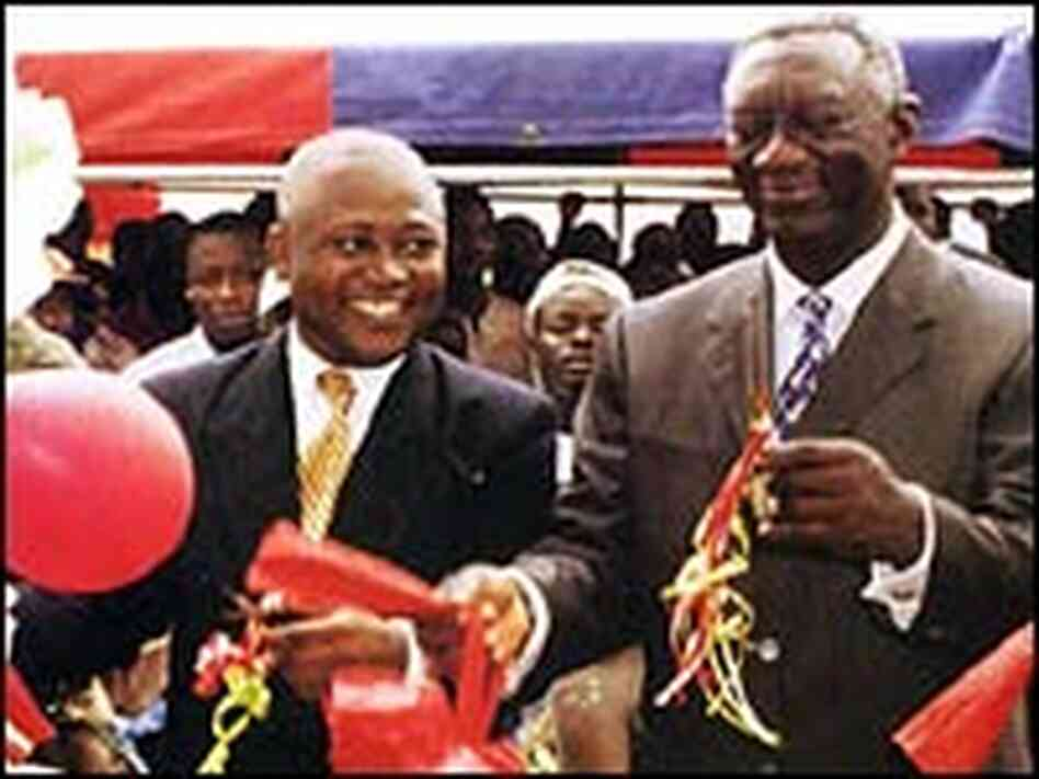 President Kufuor (right) and CEO Yaw Adu Gyamfi (left)