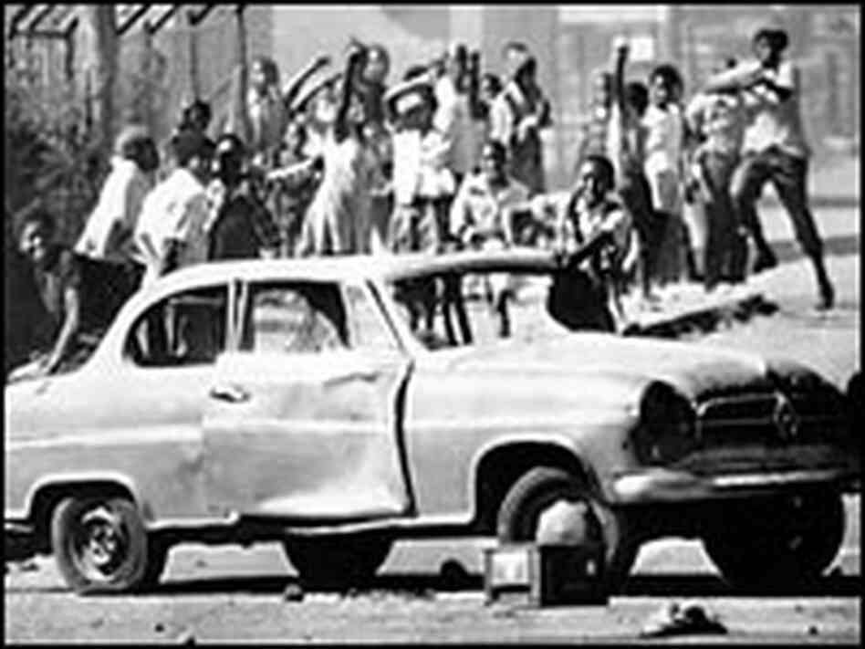 South African rioters in Soweto use cars as roadblocks, June 21, 1976.