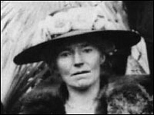Gertrude Bell attends a meeting of the Mesopotamia Commission at the Cairo Conference of 1921