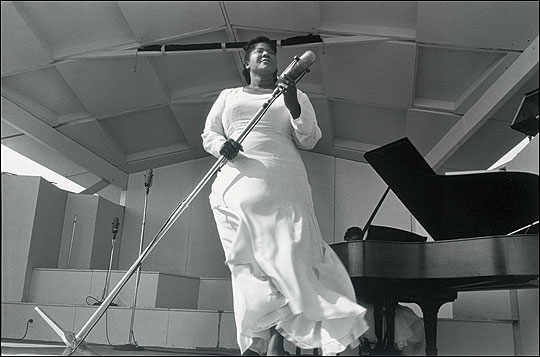 Mahalia Jackson soars in a performance photograpghed by Lee Friedlander.