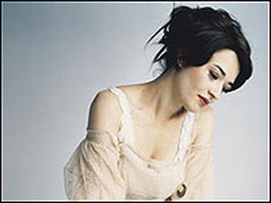 Italian singer-songwriter Carmen Consoli has released her first cd in the US.