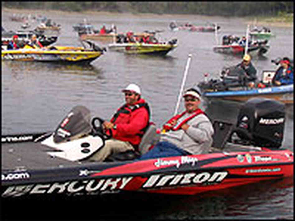 Anglers get ready for the race start on Table Rock Lake, Kimberling City, Mo.
