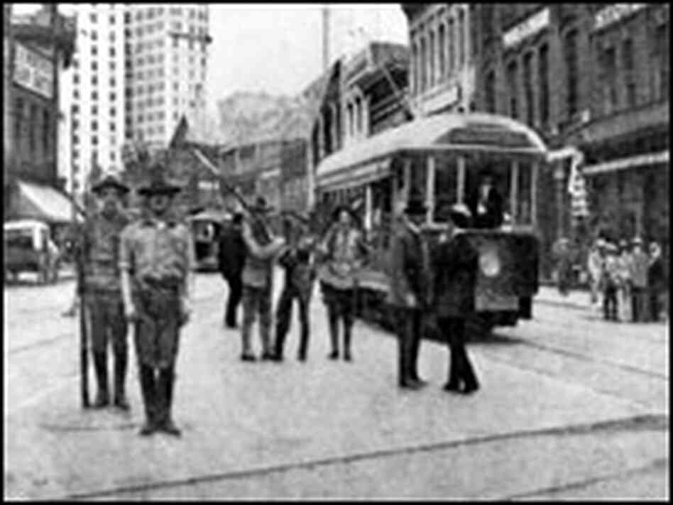 Militiamen in downtown Atlanta, 1906