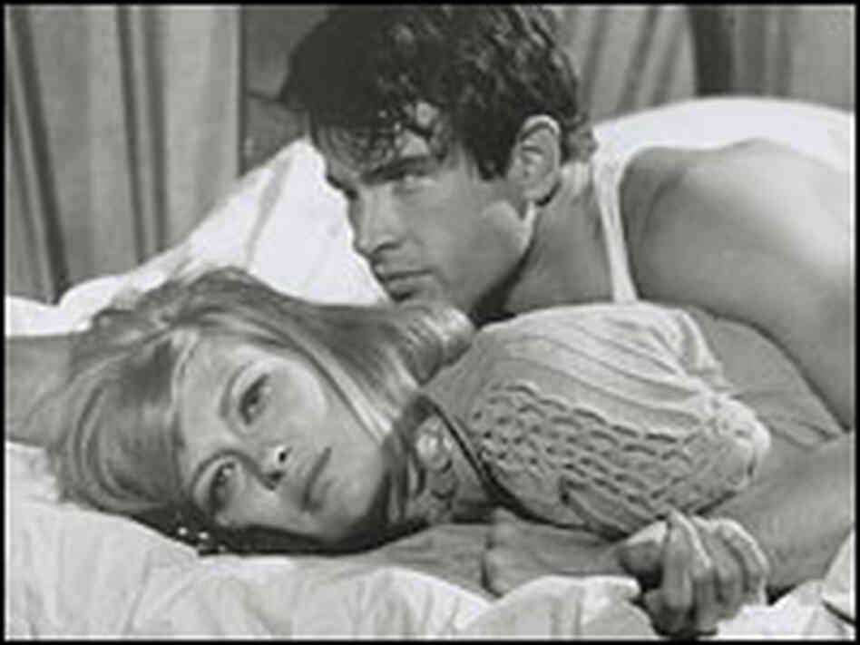 Faye Dunaway and Warren Beatty sprawl on a bed