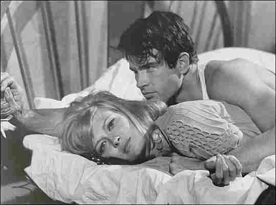 Faye Dunaway and Warren Beatty sprawl on a bed
