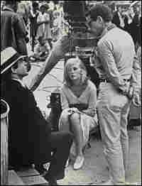 Warren Beatty, Faye Dunaway, Arthur Penn next to a camera