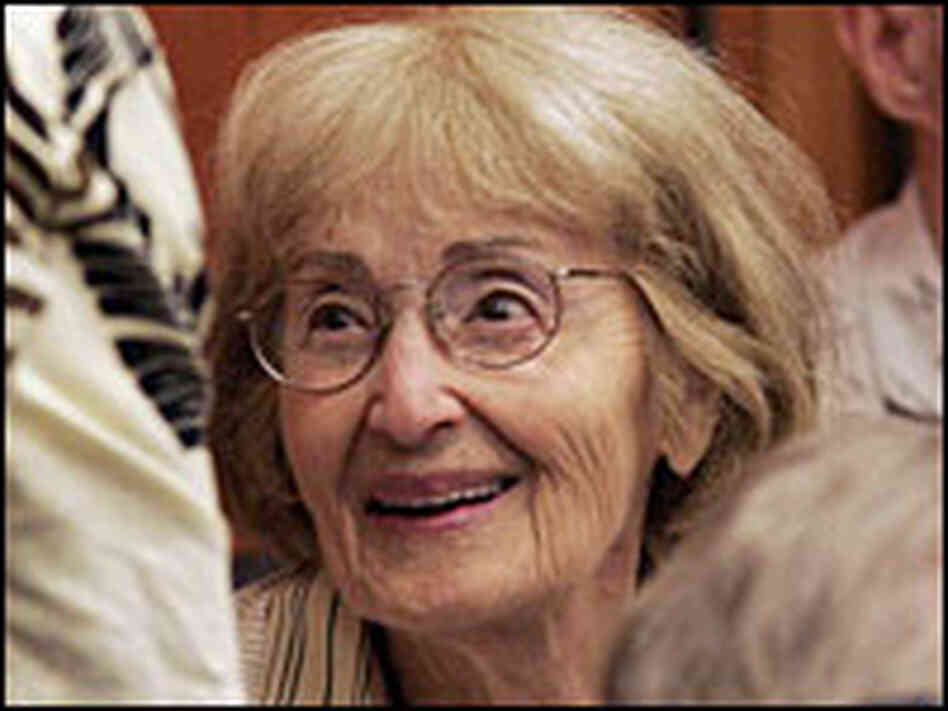 Carolyn Goodman talks during a recess in the June 2005 trial of Edgar Ray Killen.