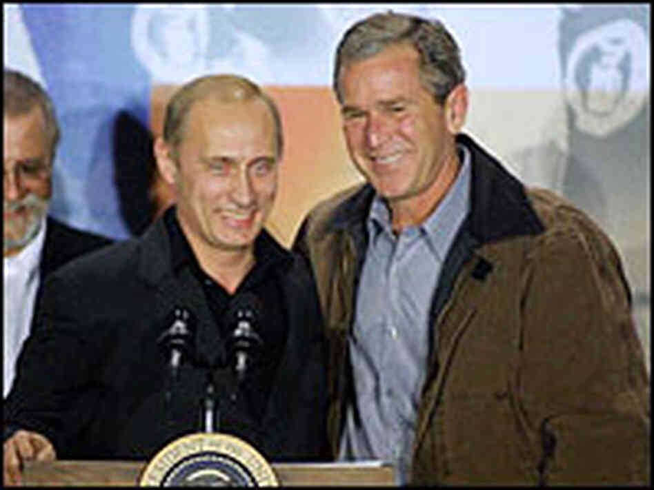 Russian President Vladimir Putin (left) and U.S. President George W. Bush