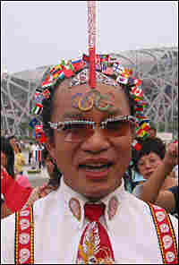 Wei Shengchu has more than 200 national Chinese flags flying from pins stuck in his head.