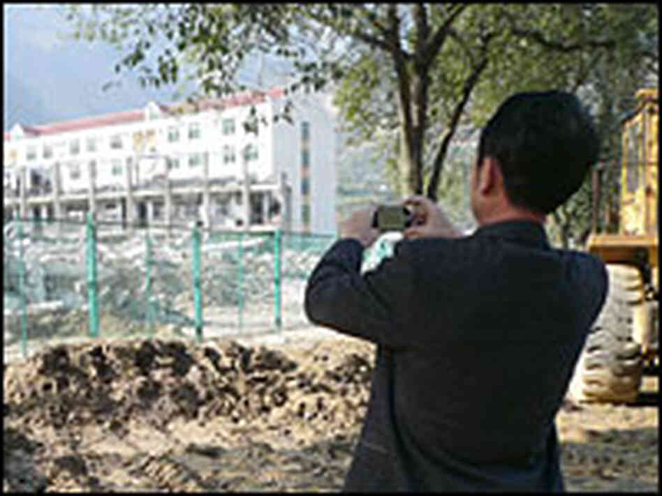 Tourist photographs remains of Beichuan school.