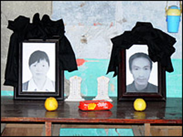 A makeshift shrine has been set up in the house where Yang Jun and Zhu Juhua died, with incense burned in front of their pictures.