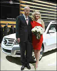 Dieter Zetsche (left), chairman of Daimler AG, poses with actress Kim Cattrall