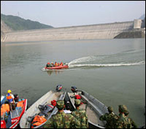 Chinese soldiers and doctors wait to rescue earthquake survivors at the Zipingpu dam.