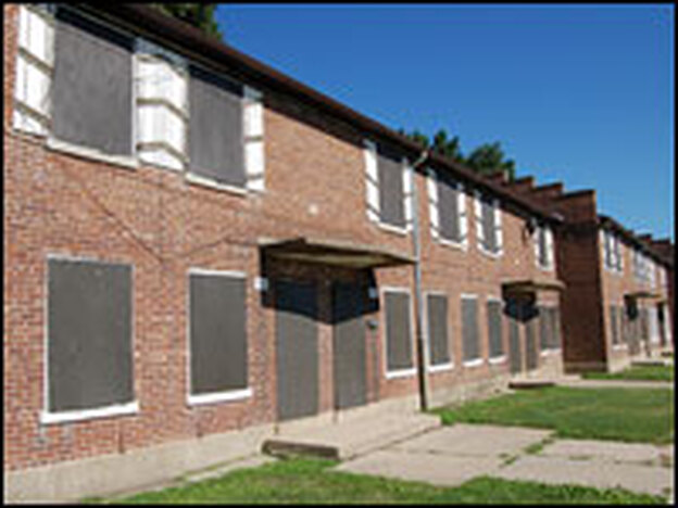 Barack Obama organized residents of Altgeld Gardens, a public housing complex in Chicago, to pressure the city to improve conditions in the area.