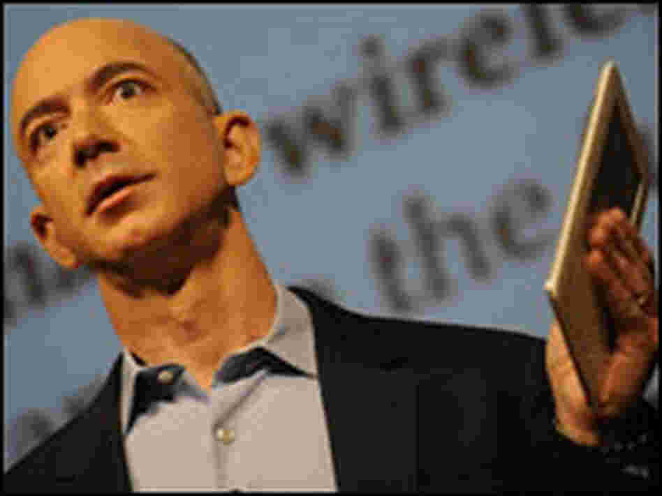 Jeff Bezos holds the Kindle 2.