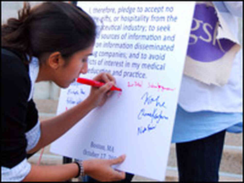 "A Harvard medical student signs a ""pharm-free pledge."""