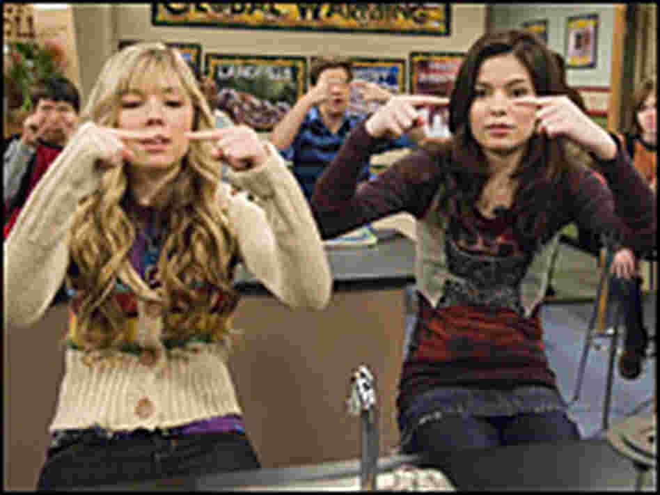 Jennette McCurdy and Miranda Cosgrove in a scene from 'iCarly'
