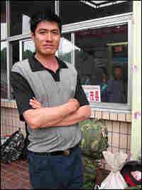 Migrant worker Zhang Xiangang hopes to land a construction job in Sichuan.