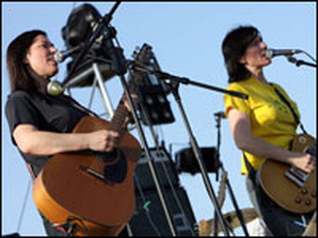 Musicians Kim Deal, left, and Kelley Deal of The Breeders in Indio, California on April 25, 2008. (Getty Images)