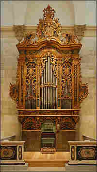 Full-length view of a giant 17th century pipe organ.