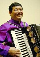 Daran Kravanh and his accordion