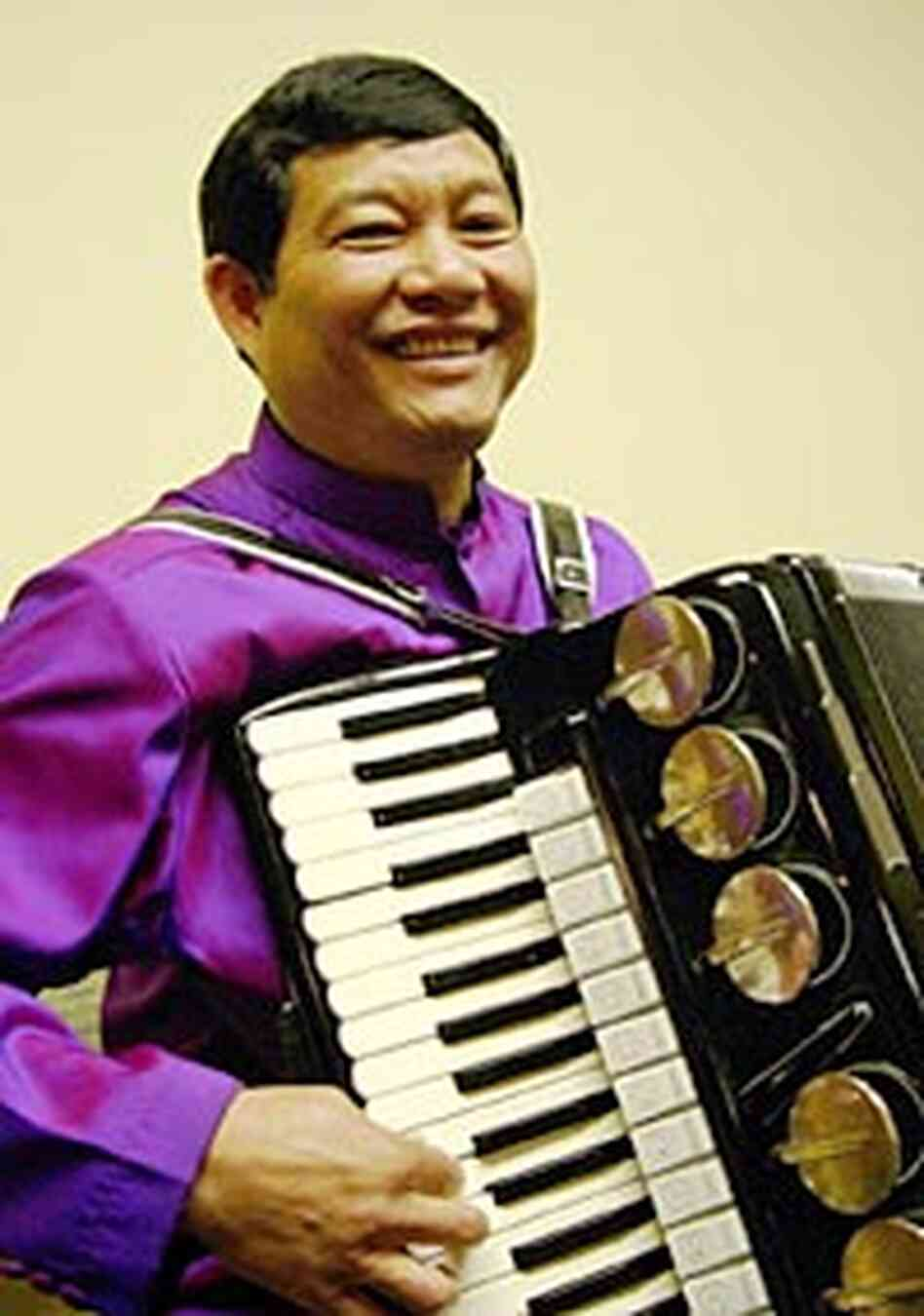 Daran Kravanh and his accordion