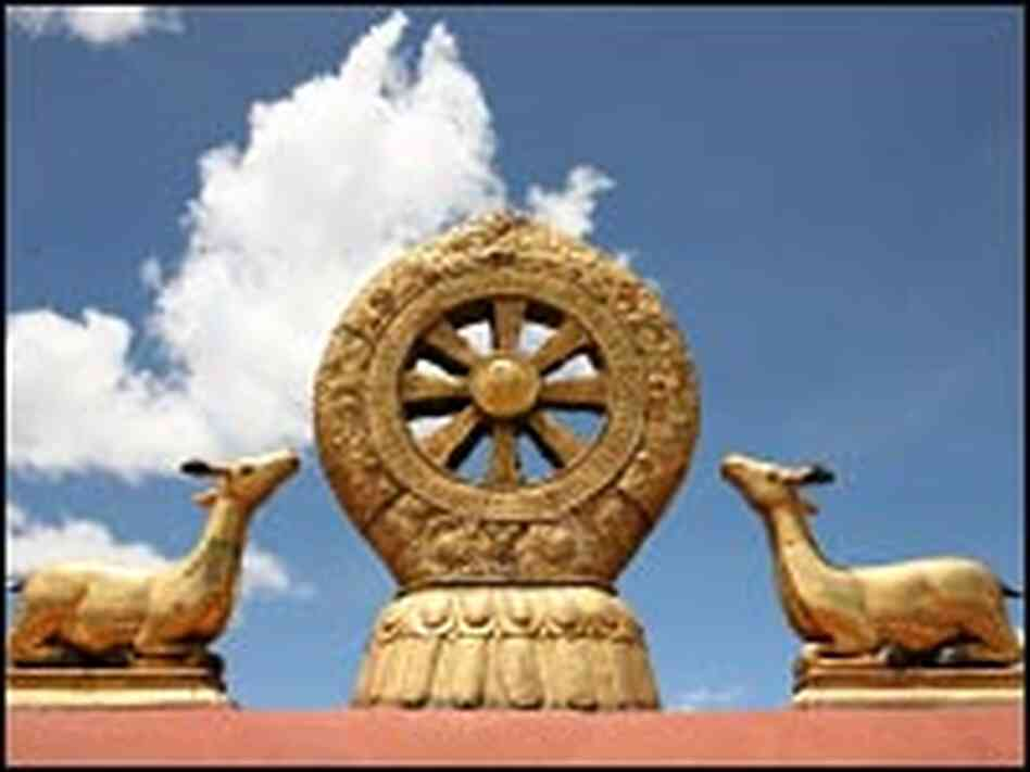 The golden dharma wheel and fawns at Jokhang Temple.