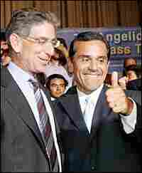 Antonio Villaraigosa, right, gives his support to Democratic gubenatorial candidate Phil Angelides