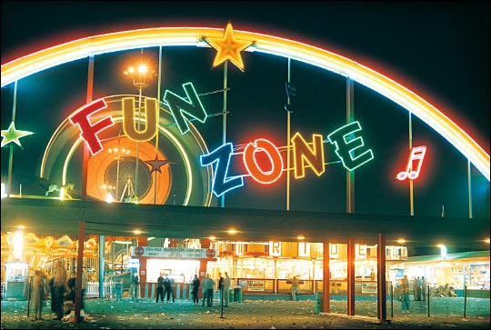 A 1962 photo of the entrance to the Fun Zone at the Los Angeles County Fair