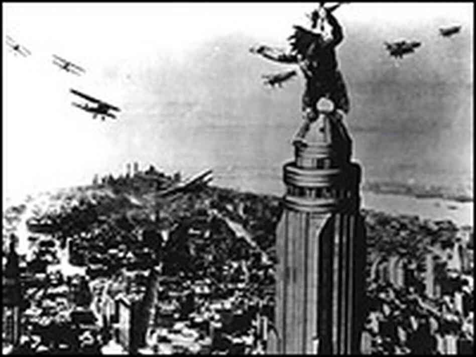 King Kong Empire State Building Scene 2005 Images & Pictures - Becuo ... King Kong Empire State Building With Girl