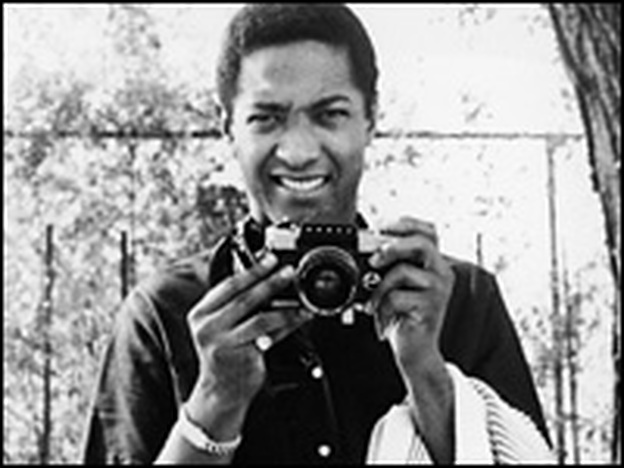 Sam Cooke, turning the tables at a photo shoot in the early 1960s. (Hulton Archive/Getty Images)