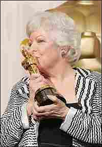Thelma Schoonmaker kisses her Oscar statuette after winning for her editing work on 'The Aviator.'
